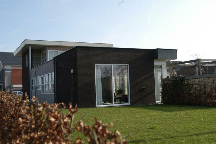 Onder architectuur gebouwde woning
