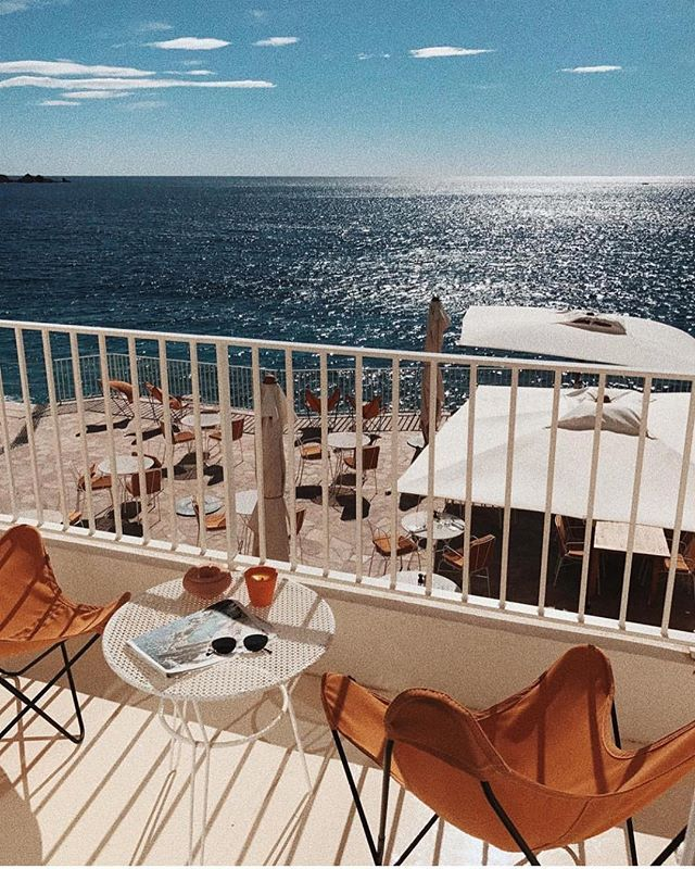 Summer perfection || Overlooking the French Riviera at the infamous @lesrochesrouges with @welikebali  #frenchriviera #exploremore #beachgoldinspo