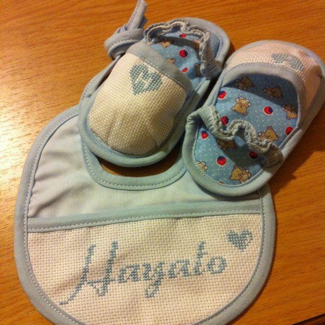 Bavaglino e Scarpette personalizzate neonato bimbo bimba regalo battesimo nome numero compleanno età disegni a scelta by EtVoilaHandMade on Etsy