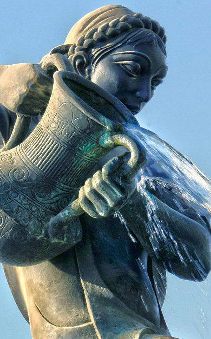 Statue Kahramana (pouring oil)- Baghdad, Iraq كهرمانه  -detail. Based on a tale of the woman who poured oil on thieves.