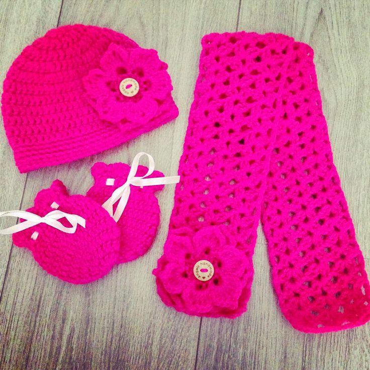 Leuk gehaakt setje met muts, sjaal en wantjes. crochet baby hat, mittens en scarf