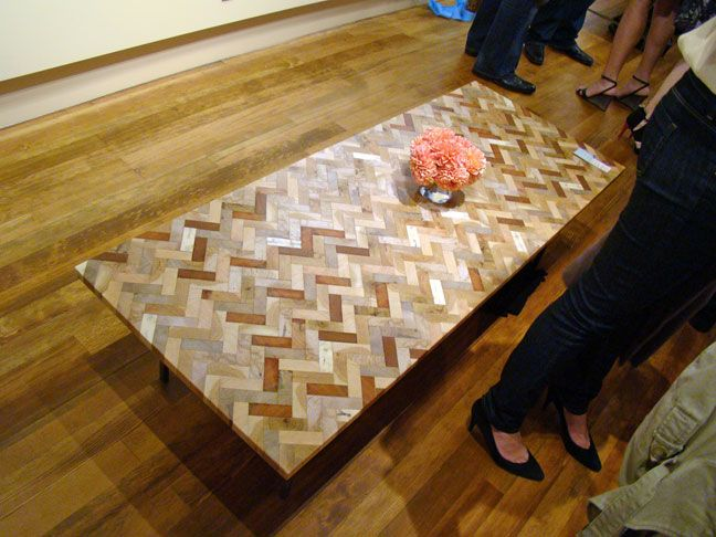 Wow.  Can you believe this is made with wood pallets?Palettes Tables, Coffee Tables, Wood, Nice Tables, Crafts Projects, Corks, Chevron Tabletop, Pallets, Diy Projects