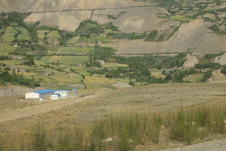 афганская погранзастава - вид с таджикской стороны
