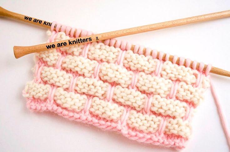 Ein originelles zweifarbiges Muster, das einer Backsteinmauer ähnelt. Starte jetzt dein Backstein-Muster das auch unter dem Namen Brick Wall stitch bekannt ist.