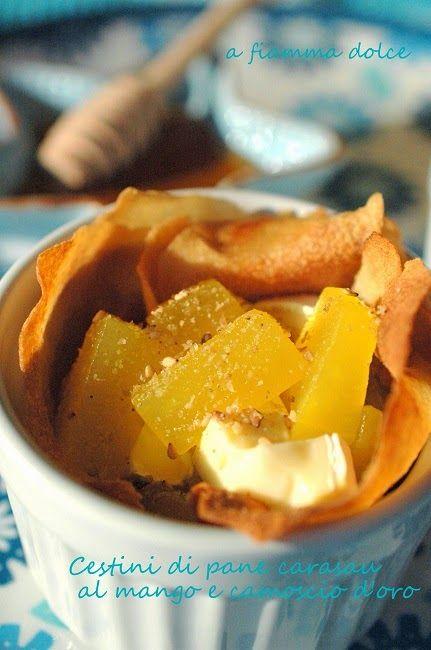 A fiamma Dolce: Cestini di pane carasau al mango e formaggio