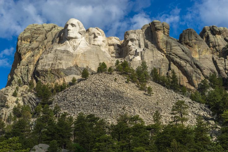 Have you ever wondered where exactly Mount Rushmore was? I knew there was a monument dedicated to four great American presidents but I never knew where it was. Well now I know (25 min from Rapid City!). And it is just as impressive in real life as it is in the movies.