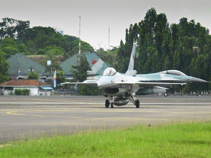 F-16 A/B Block 15OCU TNI-AU, Taxing at Halim Perdana Kusuma Air Force Base, jakarta, Indonesia
