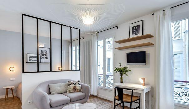 En achetant ce 25m2 dans le quartier du Marais à Paris, la propriétaire voulait transformer ce studio vétuste, en un petit appartement moderne et fonctionnel. Un challenge relevé haut la main par les architectes d'intérieur Carla Lopez et Margaux Meza, de l'agence Transition Interior Design.