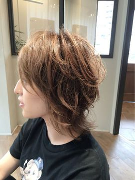ミディアムウルフヘア♡お洒落な女性に人気のウルフカット髪型 - NAVER まとめ