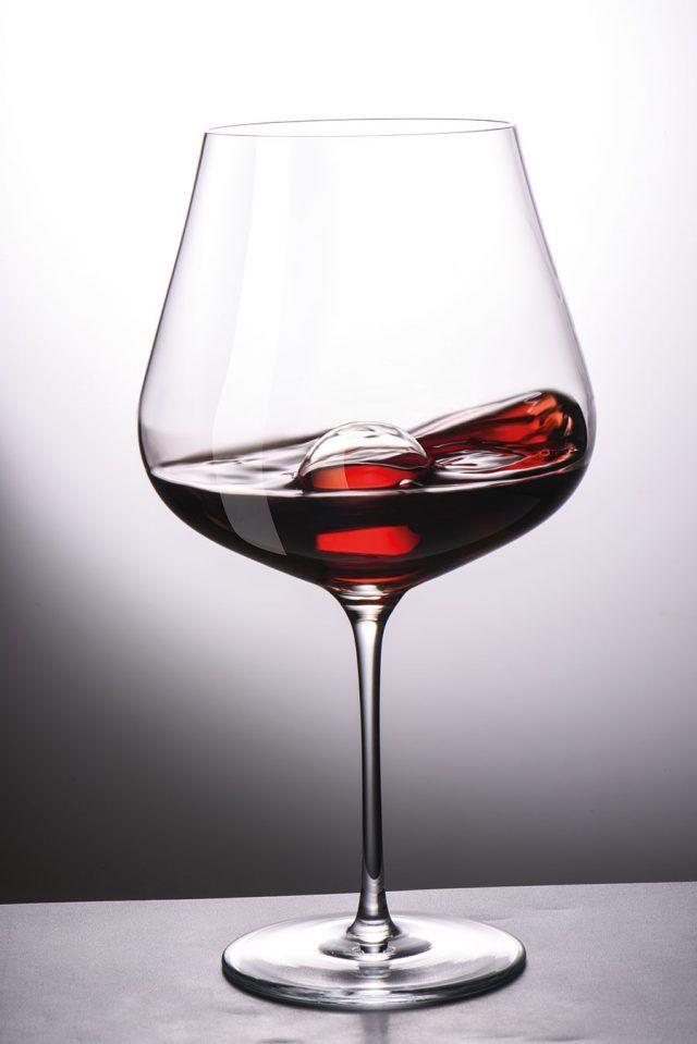 Air Sense glas för rödvin. I går la designduon Bernadotte & Kylberg ut ett meddelande på sin facebooksida om deras senaste samarbete med den berömda vinglastillverkaren Zwiesel Kristallglas.  – Vi strävar ständigt efter en unik och tidlös design med högsta kvalitet i kombination med vår stora övertygelse att form följer funktion, har vi utvecklat en exklusiv glaskollektion i två serier. Air och Air Sense, skriver duon på Facebook.