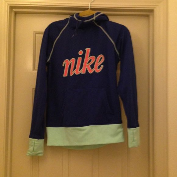 Nike Sweatshirt Size medium Nike sweatshirt in blue tones and pink and white lining in the hood. It has been worn once. In perfect condition! Nike Sweaters