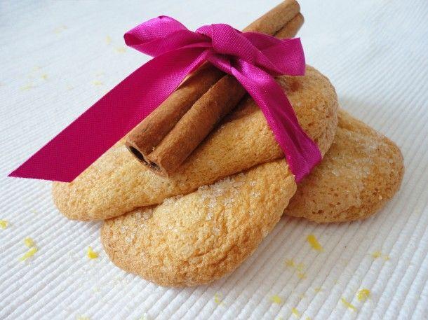 A katalán krém tökéletes párja: egy egyszerű és gyors piskóta, ami ízében is passzol hozzá. Persze magában is nagyon finom, belül puha, kívül ped