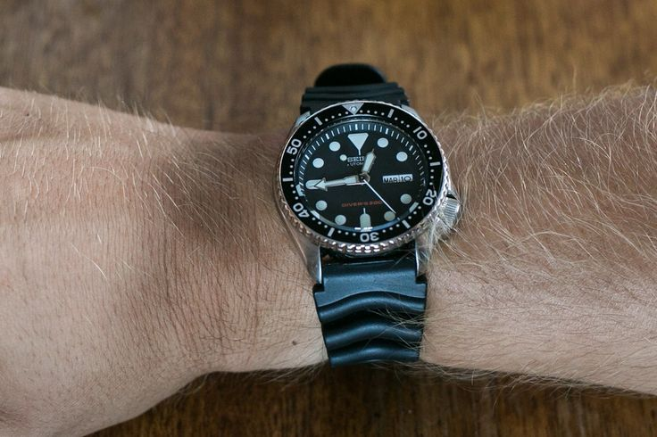 Dive Watch Sizing Guide – What size watch will look best on your wrist? Watch sizing can be a complicated topic, so here's some helpful guidelines for your next purchase.