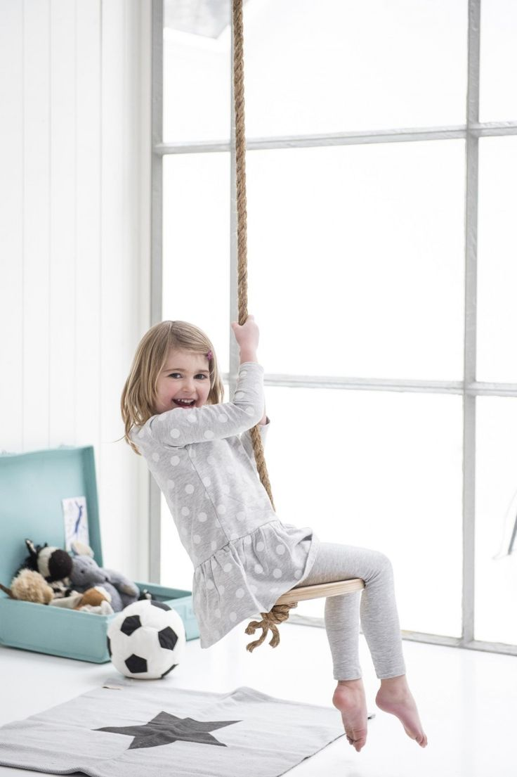 DIY, swing, girl, kidsroom | Photographer Louis Lemaire/InsideHomePage.com | Styling Marieke de Geus | vtwonen September 2015