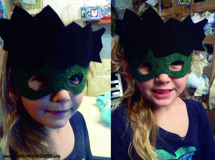 Mascara de fieltro de hulk. https://www.facebook.com/pg/myvioletdesigns/photos/?ref=page_internal