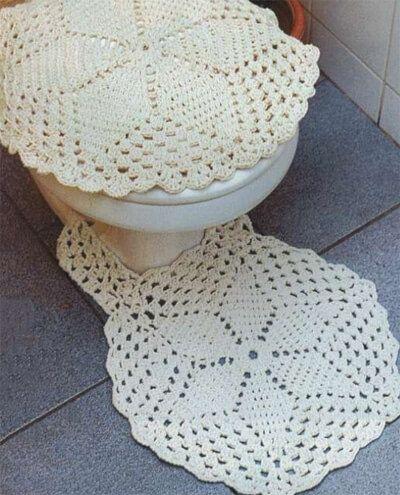 Baixe aqui o gráfico do jogo de banheiro de crochê com barbante. O jogo compõe de tampa para o sanitário e tapetinho que ficam uma graça no banheiro.