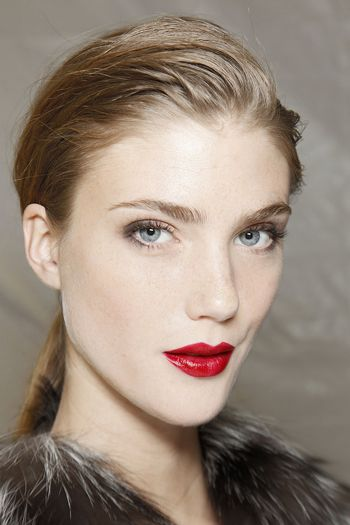 Natural makeup with red lips