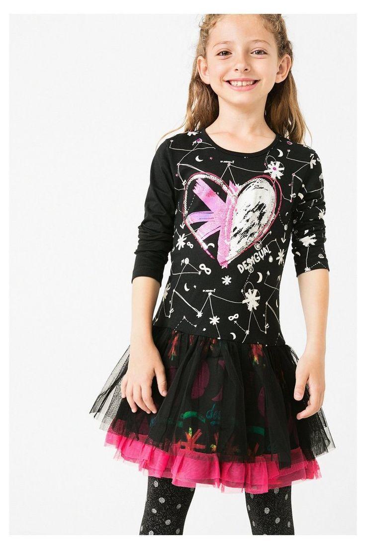Robe noire pour fille ornée de mille détails : un imprimé, un cœur métallisé, des paillettes, et même une jupe en tulle !