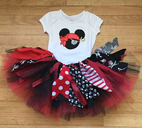 This fun pirate costume will be a hit for any pirate night cruise or event! This outfit includes a pretty double layer fabric and tulle in red, black