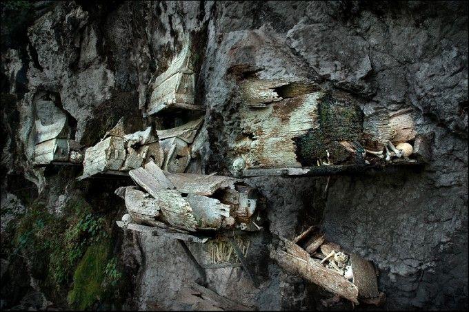 Cliff graves in Tana Toraja