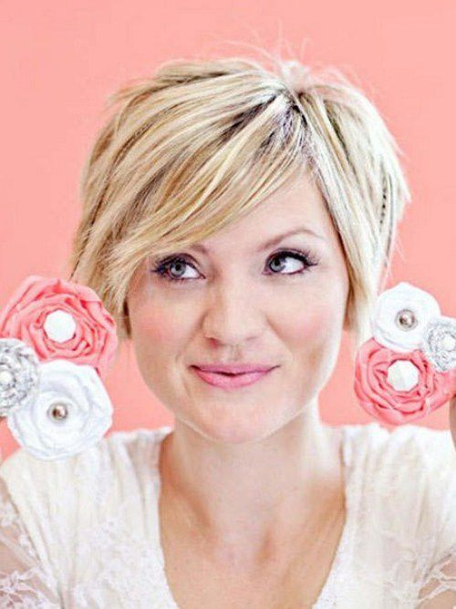 Regular Short Cut with Bangs and Central hair Part for Blonde 2017
