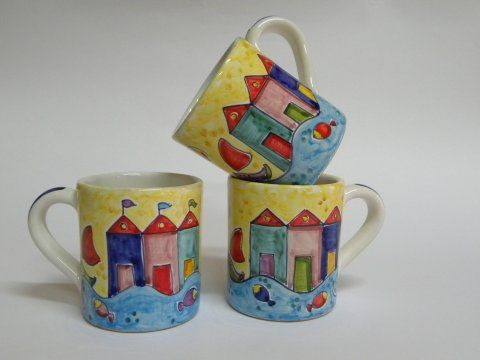 ( CODICE ARTICOLO: TAZ/13) Tazze mug dipinte a mano con casotti.Tecnica: maiolica