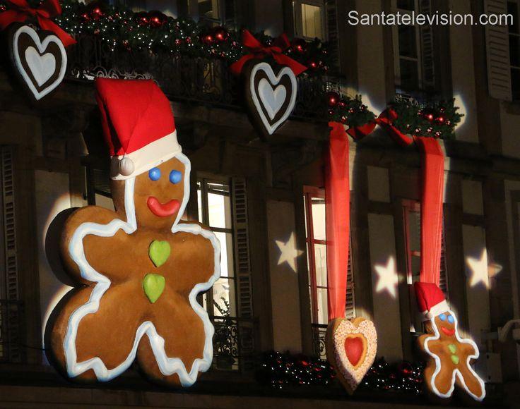 Gigantesco uomo di pan di zenzero al mercatino di Natale di Strasburgo in Alsazia in Francia
