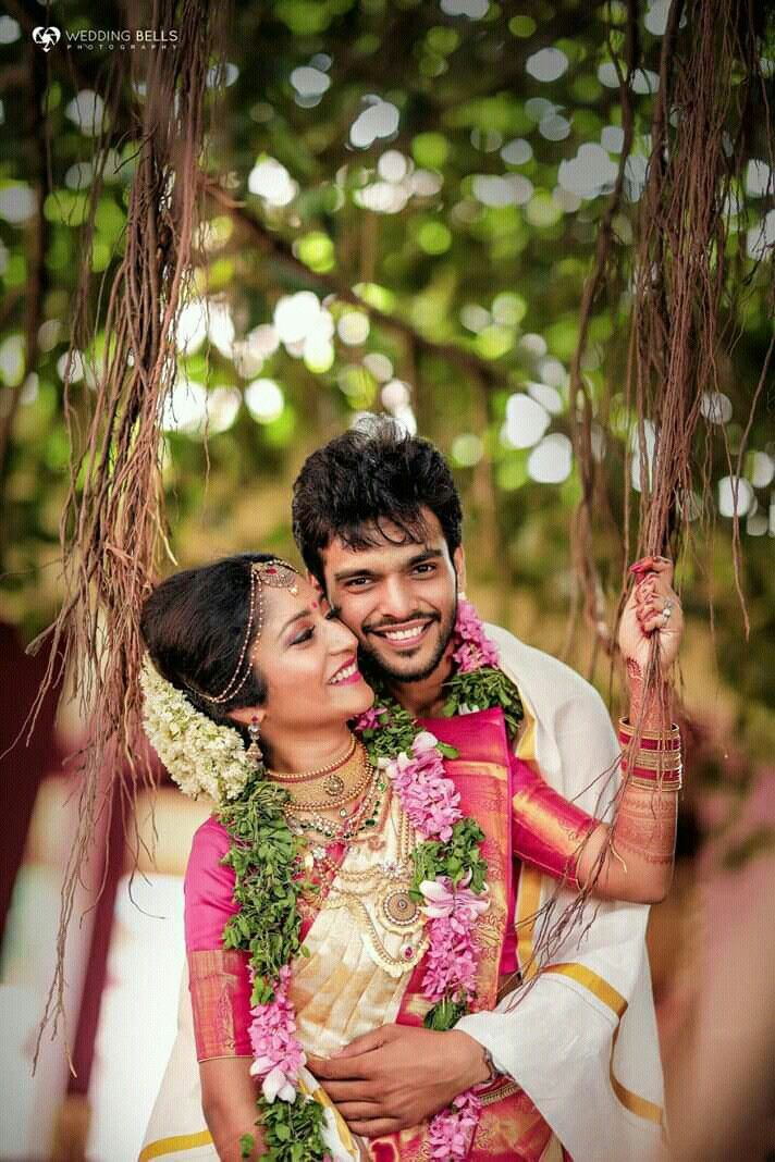 Pin By Suhasini Gattu On Cute Couples Wedding Couple Poses Photography Wedding Photos Poses Kerala Wedding Photography