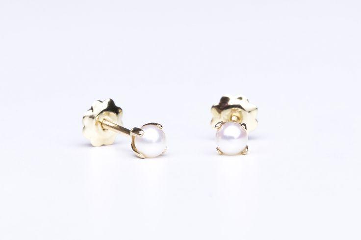 Pendientes recién nacida de oro amarillo con perla