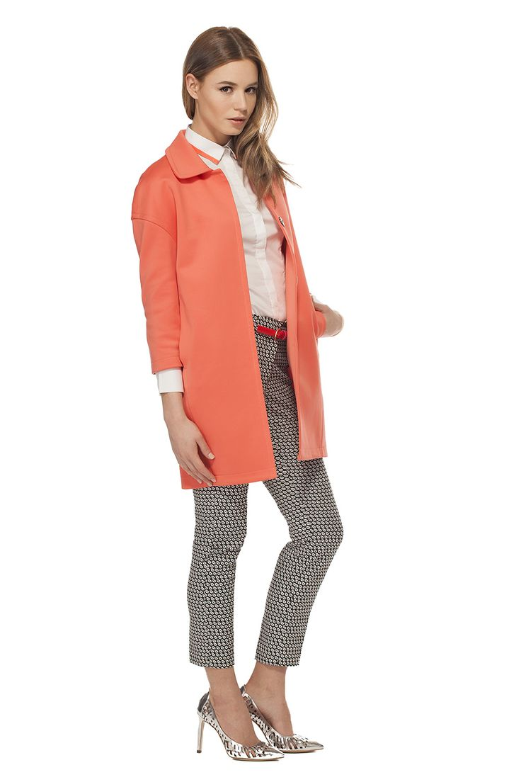 Osez le corail avec ce manteau ample en néoprène! / Dare to wear coral with this boxy neoprene coat! https://www.tristanstyle.com/en/femmes/looks/4/fv120c0145zor03/