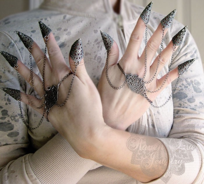 Raven Eve Jewelry's Dragon Nails Fierce Filigree Armor Jewelry, full set. Perfect complement to the SW Ravenna costume.