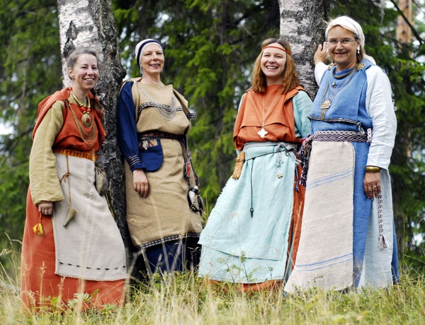 Inehmo.  The Inehmo vocal ensemble focuses on traditional music of Finno-Ugric origin.