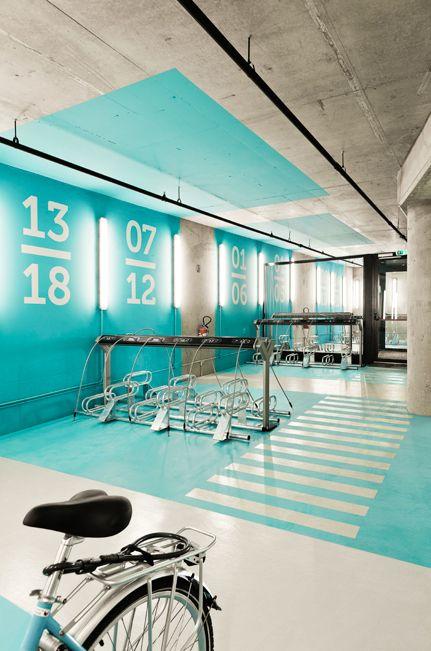 Projeto de arquitetura realizado pelo escritório Iglesias Hamelin em parceria com o escritório de design gráfico Comando G S.L. que fez projeto gráfico e de sinalização no ano de 2012 nas passagens públicas a estação feita foi a de Salvador Dali, no centro comercial El Centre del Món, em Perpignan, na França.