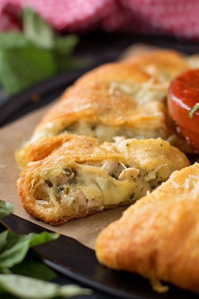 This cheesy chicken pesto crescent ring is the perfect party appetizer or main dish. It's stuffed with cheese, chicken, pesto, and alfredo. Easy & delicious! @buitoniusa #ad