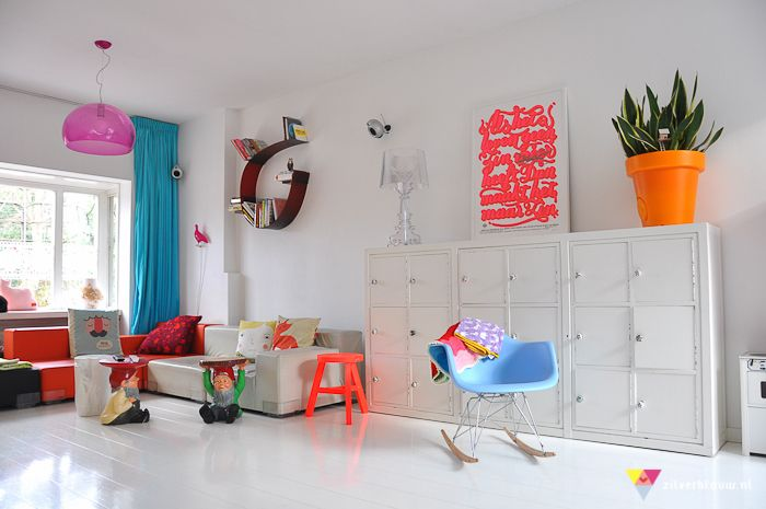 white with pops of neon: White Living, Dreams Houses, Living Rooms Neon, Kids Friends Rooms, Aj Kids, Colors Pop Rooms, Amber Interiors Living Rooms, Bright Colors, Kids Rooms