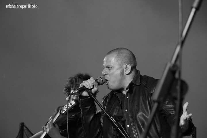 Another shot under the rain #metal #metallo #metalloitaliano #power #powermetal #heavymetal #nomaneyes #headbangers #heavymetalsinger #metalheads #x_metalheads_x #metalbands #heavymetalbands #metalgods #bands #BAND #singer #rocksinger #heavysinger #cosmogony #diamondsprod #metalband #metalmusic #metalero