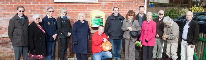The Heartstart Thatcham Defibrillator team unveiled their latest Public Access Defibrillator on Friday 20th February in memory of Kenneth Rutt.