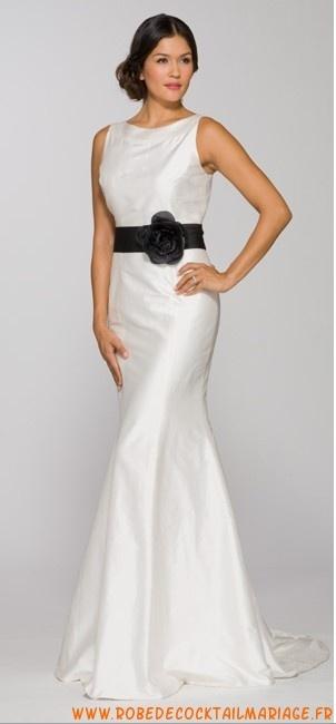 Robe de mariée bretelles décolleté rond avec ceinture en satin