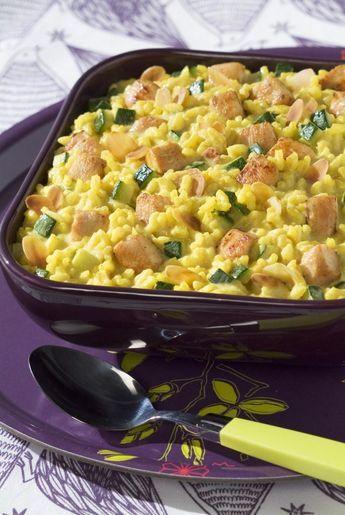 Risotto au curry, poulet grillé et courgettes