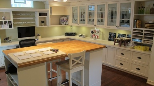 unbelievable!: Crafts Rooms, Scrapbook Rooms, Rooms Ideas, Craftroom, Sewing Rooms, Traditional Home Offices, Traditional Homes, Craft Rooms, Cabinets Doors