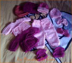Pantalons 1 pelote de laine ( un peu de laine de couleur différente pour faire la bordure ) 1 paire d'aiguilles n°3 1 crochet n°3 1ère jambe : Monter 60 m avec les aiguilles n°3. Tricoter en jersey endroit en commençant sur 1 rang envers. Sur le 6ème...