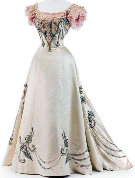 robe XIXe ᘛ I895 Jeanne Paquin ivory silk ball gown with pearl & rose lace embroidery romantic