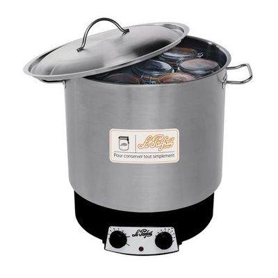 Le stérilisateur est la solution la plus efficace pour une conservation optimale des aliments. Grâce à son thermomètre extérieur, il est possible de contrôler la température tout en la maintenant à un minimum de 100°. Le Parfait.