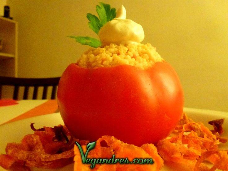 Tomates rellenos con cuscús - Receta: http://vegandres.com/tomates-rellenos-con-cuscus-receta/  #vegan #vegano #vegetarian #vegetariano #recipe #receta #food #comida #veggi