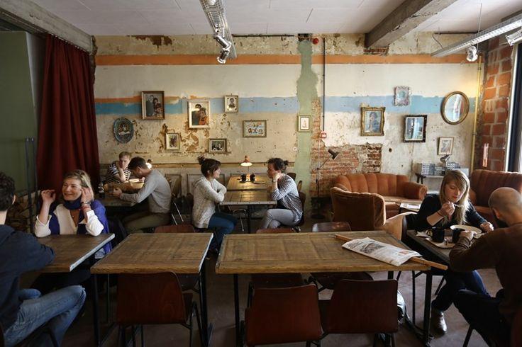<b>De Superette in Gent</b>, de bakkerij-bistro van Kobe Desramaults: 'Een typisch Desramaults-concept: bruut, artistiek en informeel. Je kunt hier brood uit een houtoven kopen, ontbijten, lunchen en dineren. Met jazz- en rockmuziek op de achtergrond.'
