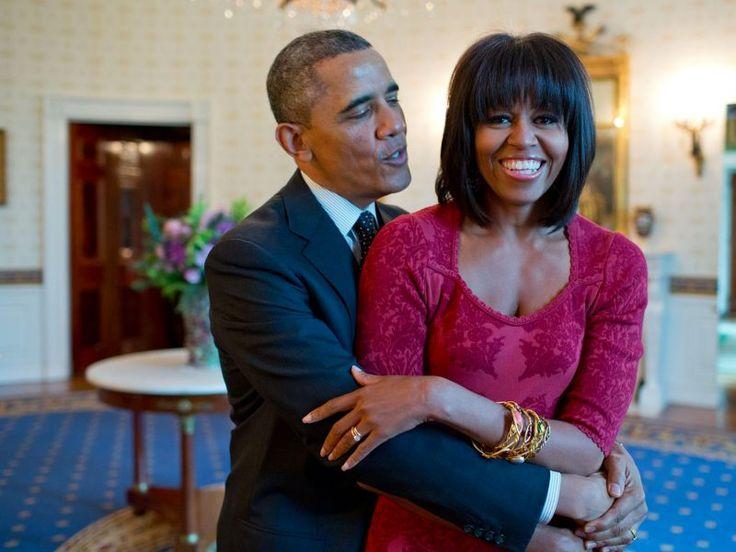 Obama zingt 'Happy Birthday' voor Michelle in 2013. Haar nieuwe kapsel zorgde voor een hoop commotie.