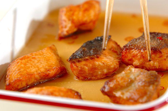 生鮭について詳しく知ったところで、それでは実際に生鮭を使った献立を作ってみましょう!シンプルに味わうレシピをはじめ、夕食のメインやおもてなしにぴったりのアレンジレシピをご紹介します♪