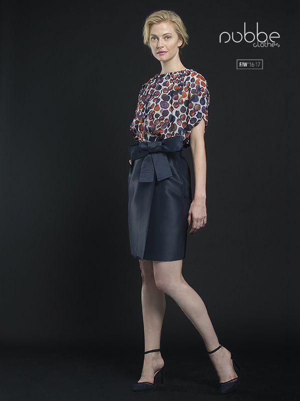 """NUBBE CLOTHES   F/W '16-17 La falda """"Aguamarina"""" es un básico que no debería faltar en tu armario. En la imagen, combinada con el top """"Granate"""". Nos encanta! Hazte con este conjunto en nuestra tienda online y puntos de venta. http://tienda.nubbeclothes.com/ #otoño #fashion #moda #modagallega #madeinspain #elegante #falda"""