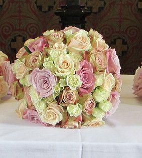 Brautstrauß, Biedermeier, Hochzeit, Floristik, Gesteck ,Tischgesteck, Braut , Herrenanstecker, Strauß, Blumenkinder, Streublumen, Hochzeitsplanung