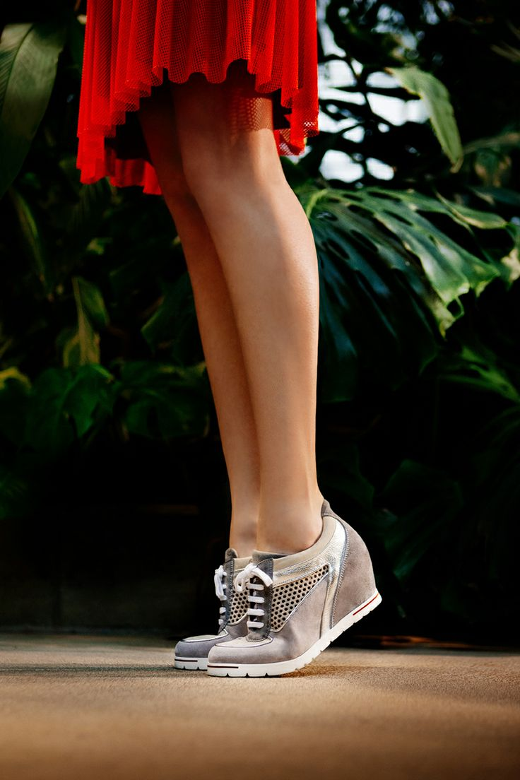 We love our sneakers!! So light and comfy! #sneaker #pasderouge